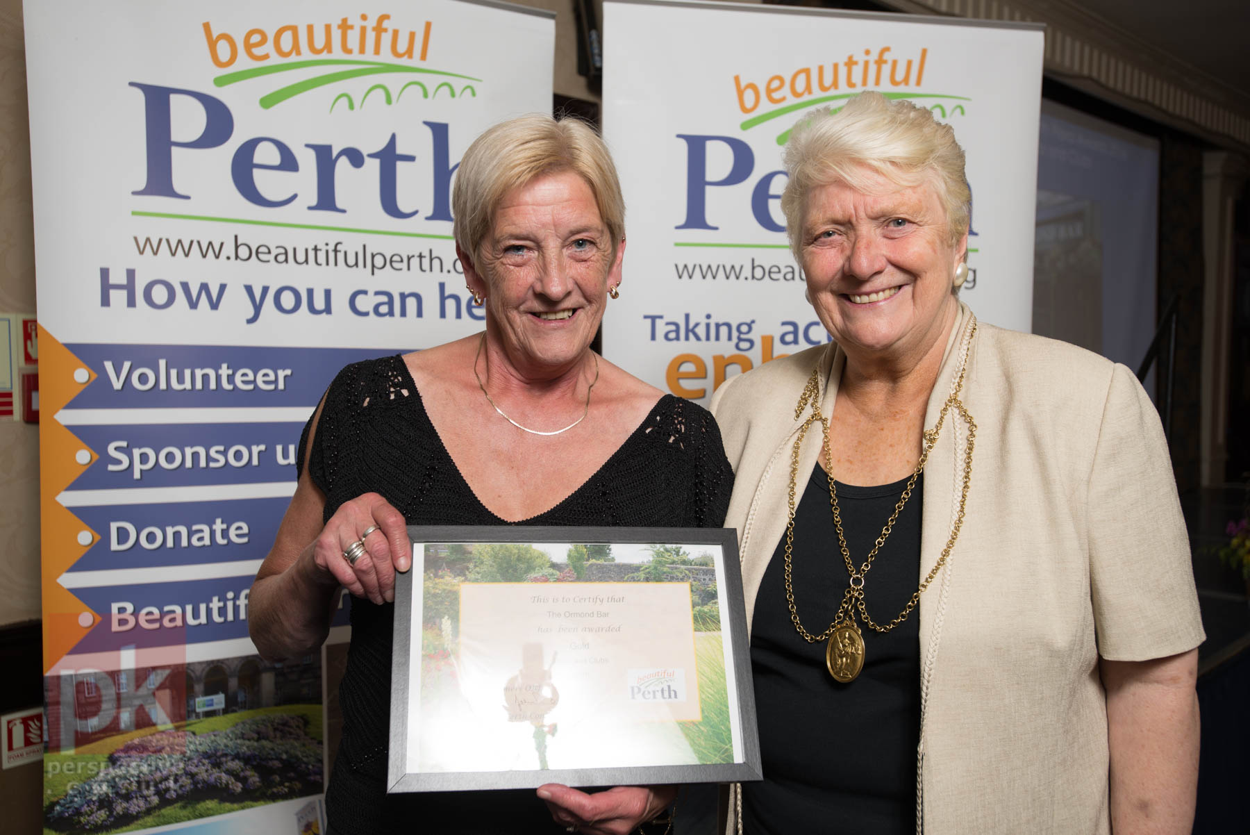 """Covering the """"Beautiful Perth Awards"""" is always good fun. Here's Provost Liz Grant handing out some prizes!"""