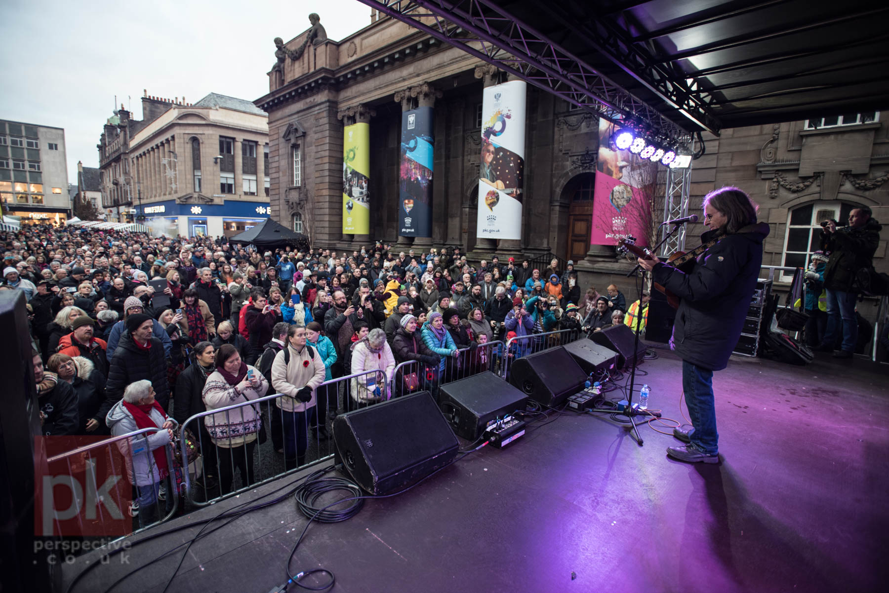 Dougie McLean playing to a packed street of Perth Peeps for the St Andrew's Day festivities.